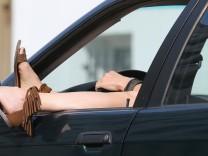 Relaxen hinterm Steuer im Straßenverkehr