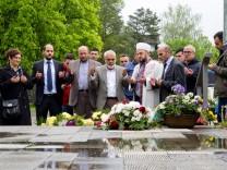 DITIP Moschee Kirchseeon Trauergebet und Blumenniederlegung in Grafing Bahnhof (Messerattacke)