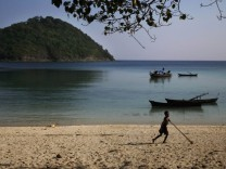 Traumbucht gefunden: weißer Strand, glasklares Wasser, kein Dorf in der Nähe - auf einer der 800 Inseln des Mergui-Archipels.
