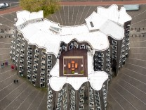 Luftbild editorial use only Gehry Bauten im Medienhafen Düsseldorf moderne Architektur Düsseldor