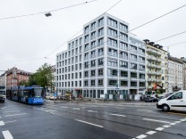Glockenbach Suiten, Autonome haben das Gebäude mit Farbbeuteln beworfen. Frauenhoferstr an der Reichenbachbrücke