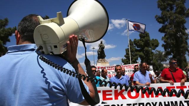 Dock workers protest in Piraeus