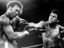 Muhammad Ali re gegen George Foreman beide USA PUBLICATIONxINxGERxSUIxAUTxHUNxONLY ARK197410