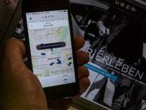 App der Online Plattform UBER Vermittlung von Fahrgästen an private Fahrer Uber Pop zur Persone