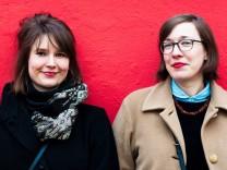 """Julia Hoffmann (links) und Natalie Sontopski sind """"Code Girls""""."""