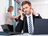 Arbeitsplatz Großraumbüro - So überlebt man die Kollegen