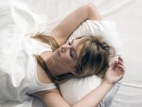 Blonde woman relaxing in bed portrait model released PUBLICATIONxINxGERxSUIxAUTxHUNxONLY LDF00590