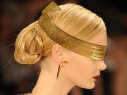 Bizarres Beiwerk, New York Fashion Week, Dennis Basso, Foto: AFP