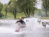 Wakeboarder Dominik Gührs im Olympiapark in München, 2016