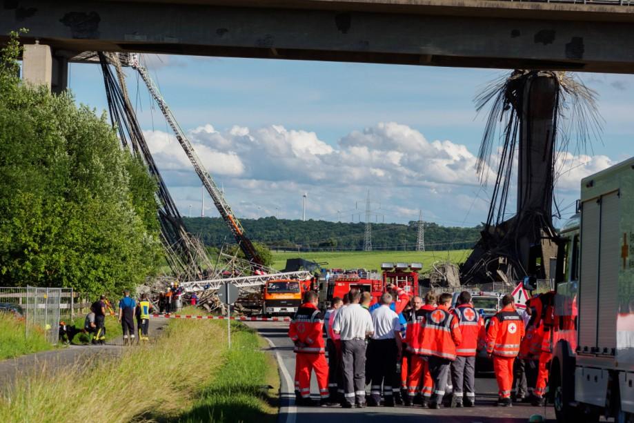 Gerüsteinsturz unter Autobahnbrücke