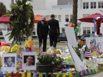 U.S. President Obama and Vice President Biden depart makeshift memorial for shooting victims in Orlando, Florida
