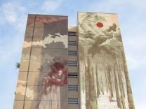 Streit um Fassadenkunstwerk zu Flüchtlingsthema entbrannt