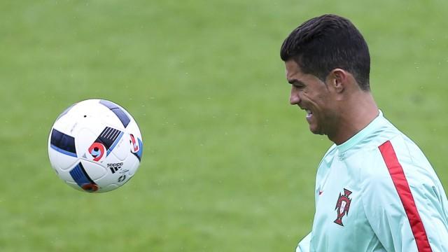 Fussball Em Gereizter Ronaldo Wirft Reporter Mikro In