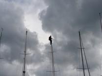 Kieler Woche - Segler vor Wolken