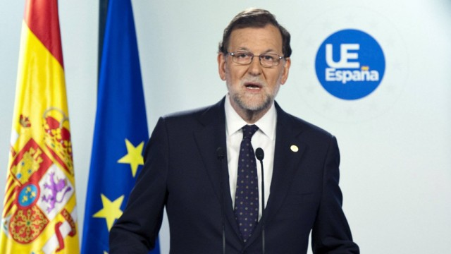 Spanish Prime Minister Mariano Rajoy gives a speech during a press conference after the European Cou