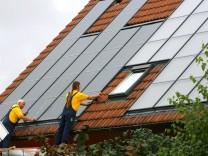 Kleines Kraftwerk auf dem Dach - Solaranlagen schonen das Klima