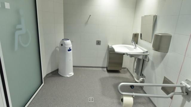 Öffentliche Behinderten-Toilette in München, 2015