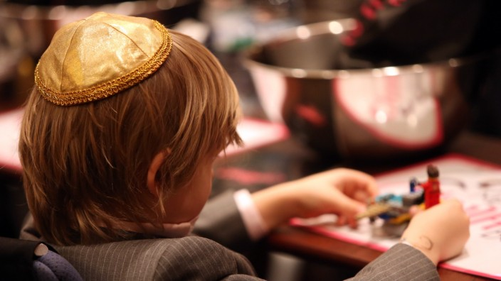 Orthodox Jewish Community Holds Kosher Fest