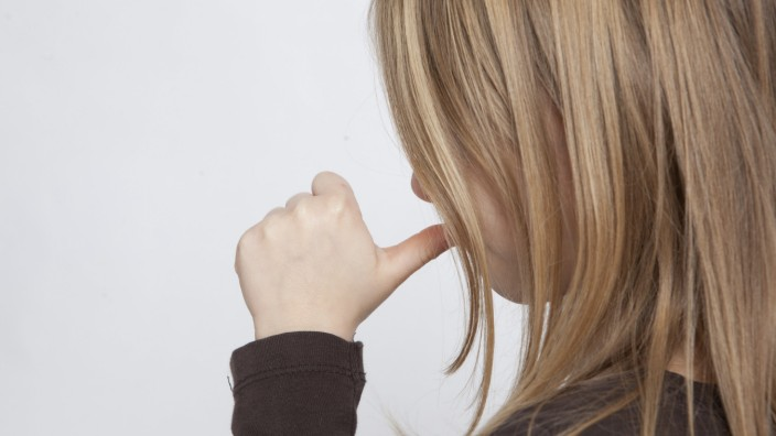 Kindern nicht mit Gewalt Daumenlutschen abgewöhnen
