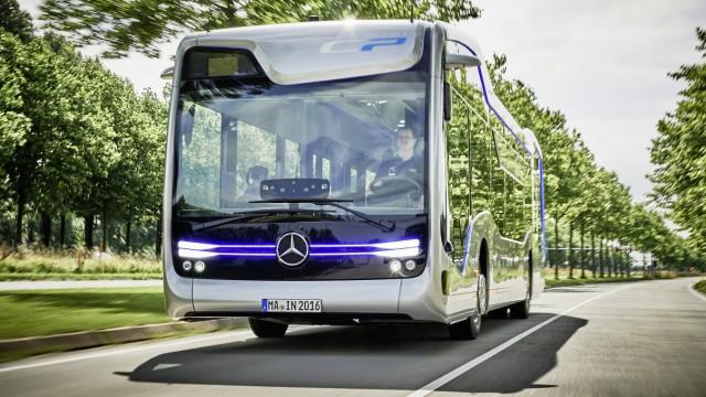 Daimler stellt teilautomatisierte Busse vor