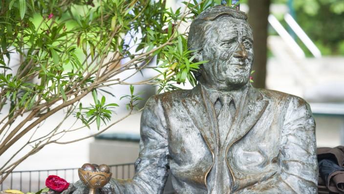 Helmut Fischer Statue in München, 2016