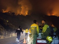 A forest fire burns in the Canary Islands