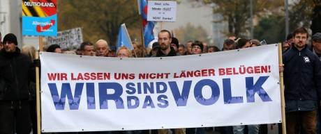 NPD-Aktivisten bei AfD-Demo