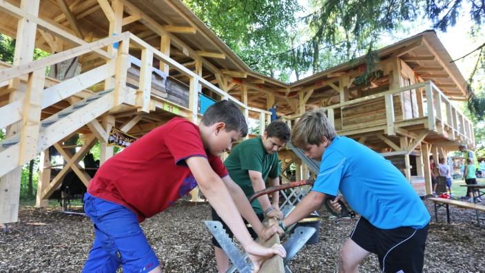 In den Sommerferien können Freisinger Kinder im Sebaldhaus Hütten bauen.