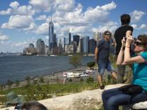 Blick von Governors Island auf Manhattan, New York