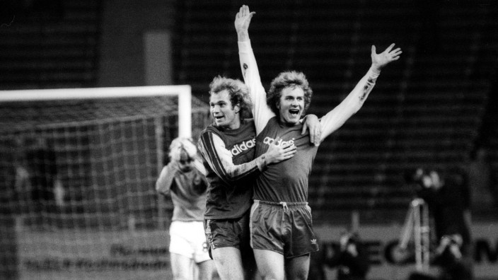 Uli Hoeneß und Karl Heinz Rummenigge beide FC Bayern München Torjubel; rummenigge