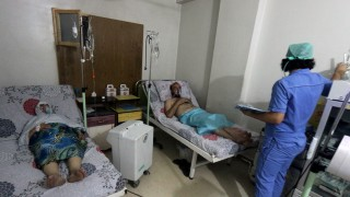Civilians breathe through an oxygen mask at al-Quds hospital, after a hospital and a civil defence group said a gas, what they believed to be chlorine, was dropped alongside barrel bombs on a neighbourhood of the Syrian city of Aleppo