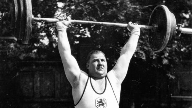 Der deutsche Gewichtheber Josef Strassberger