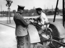 Polizeikontrolle, 1929