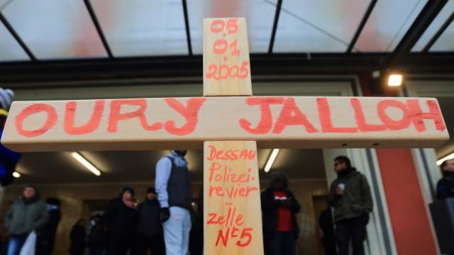 Tod in der Polizeizelle - Neuer Brandversuch zu Jalloh