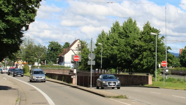 Hauptverkehrsachse B31 in Freiburg