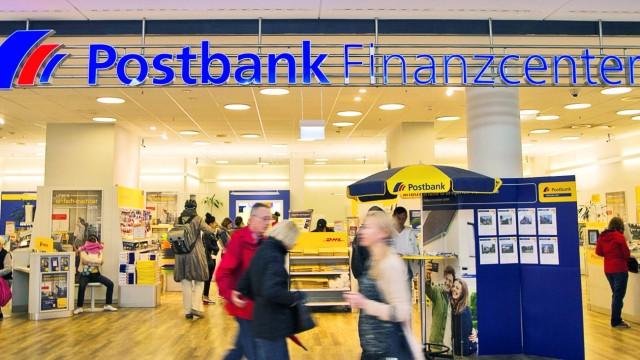 Themenbild Einkaufszentrum Einkaufspassage Werbeschild Logo Schriftzug Reklame Aufschrift Fea
