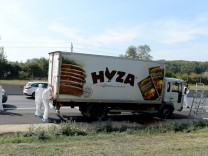 Dead refugees found in a truck in Austria