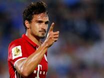 FC Carl Zeiss Jena v Bayern Munich - German Cup DFB Pokal