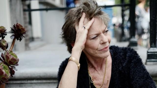 Süddeutsche Zeitung Gesellschaft Connie Palmen spricht im Interview über Verrat