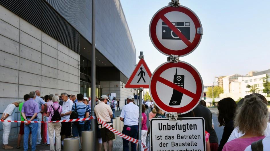 Tage der offenen tür  Der BND lädt ein - und schweigt - Politik - Süddeutsche.de