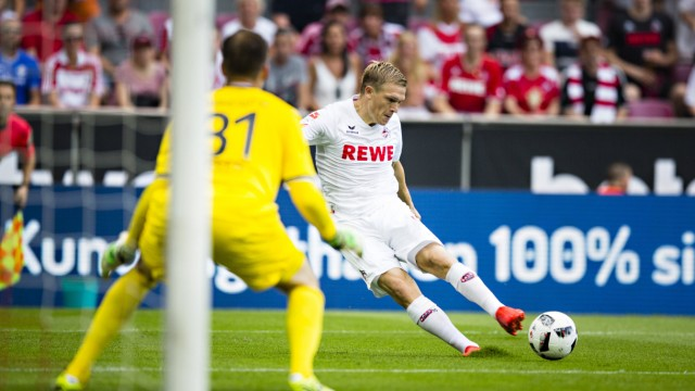 Köln 27 08 2016 Rhein Energie Stadion Artjobs Rundes FC trifft hier den Pfosten 1 FC Köln Dar