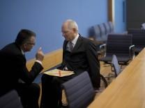 Deutschland Berlin Bundespressekonferenz Thema Förderung der E Mobilität Staatssekretär Werner G