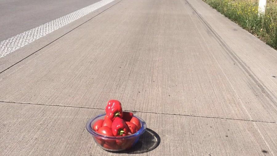 Statt Warndreieck: Autofahrer stellt Paprika auf