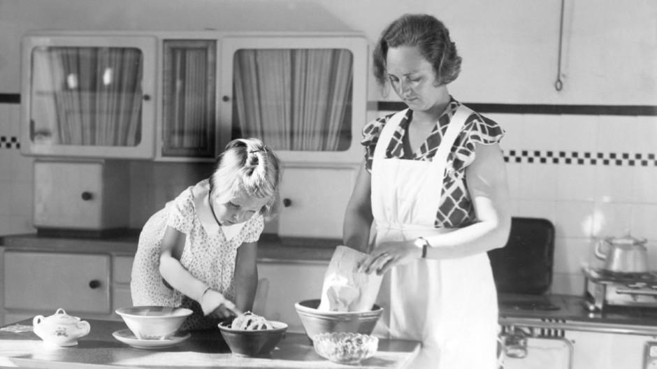Hausfrau in der Küche, 1933