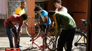 Bruck: Unterbringung für jugendliche Flüchtlinge / Radreparatur