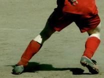 Fußballer Fußball Symbolbild retro jetzt