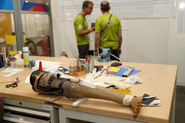 Paralympians Visit Ottobock Repair Center at Rio2016