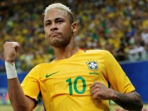 Football Soccer - World Cup 2018 Qualifiers - Brazil v Colombia