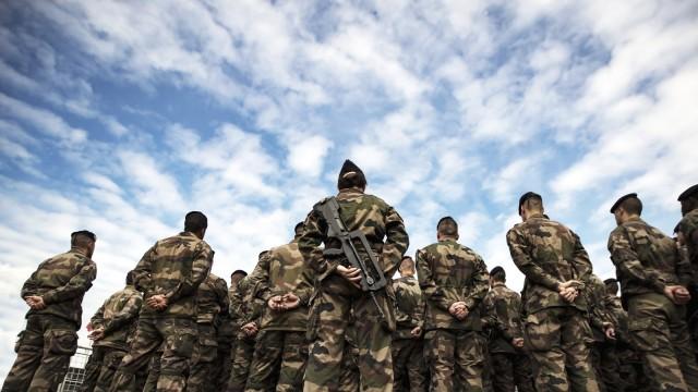 Hollande visits anti terror operation base