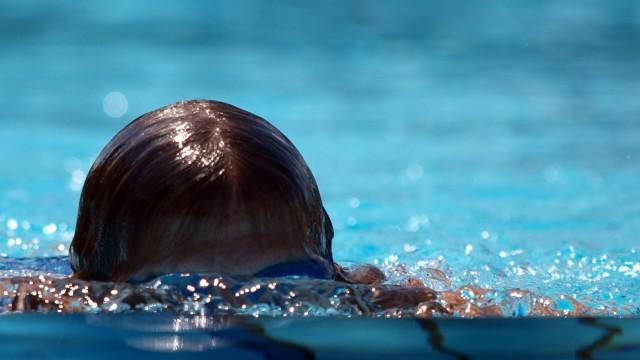 Schwimmer im Freibad, 2010